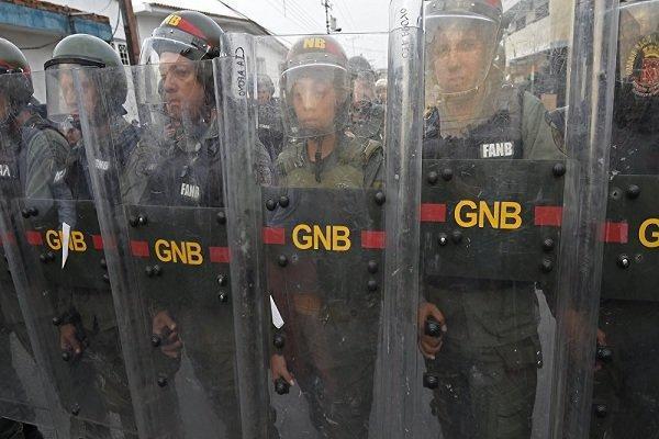 استقرار نظامیان ارتش ونزوئلا در مرز با کلمبیا به دلایل امنیتی