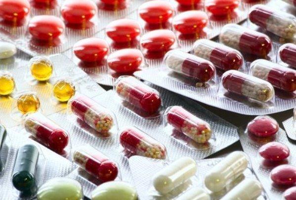 داروخانه های زنجیره ای سیستم دارویی کشور را فاسد می کند