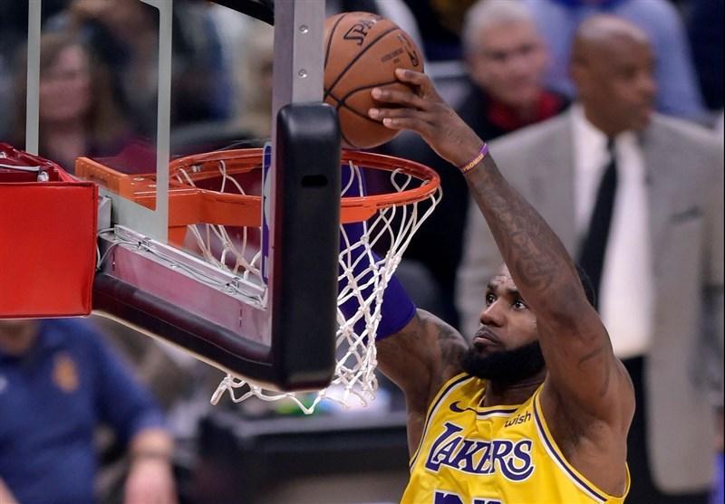 لیگ NBA، پیروزی لیکرز با پنالتی های جیمز، روز 44امتیازی هاردن در تویوتا سنتر
