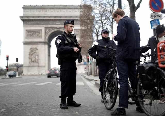 خبرنگاران کارشناسان: قرنطینه خانگی در فرانسه باید 6 هفته ادامه یابد