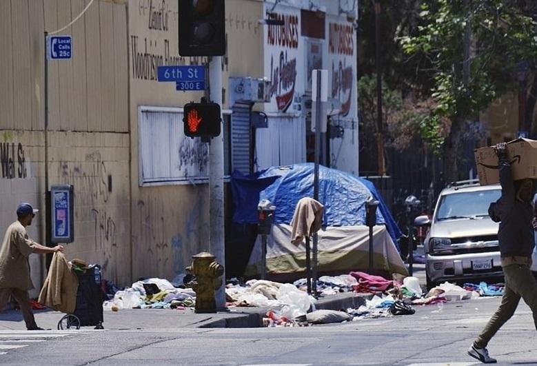فیلم، اینجا لس آنجلس آمریکاست؛ قدرتمندترین و ثروتمندترین کشور جهان!